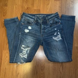 American eagle destroyed tomgirl jeans